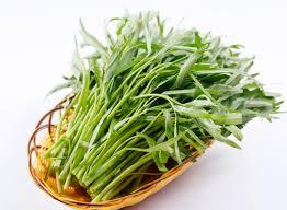 Cách làm rau muống xào tỏi giòn ngon xanh mướt, ăn là mê - Ảnh 1