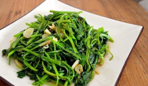 Cách làm rau muống xào tỏi giòn ngon xanh mướt, ăn là mê - Ảnh 5