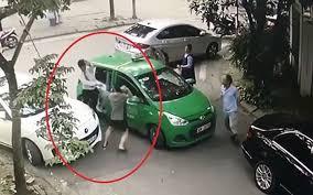 Khởi tố vụ lái xe taxi Mai Linh bị đánh chảy máu đầu - Ảnh 1