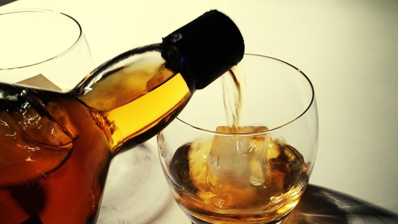 """""""Choáng váng"""" vì  ngụm rượu whisky giá """"chát nghẹn"""" lên tới 1,5 tỷ đồng - Ảnh 1"""