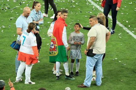 """C.Ronaldo thuê """"siêu vệ sĩ"""" để bảo vệ tại World Cup 2018 - Ảnh 1"""