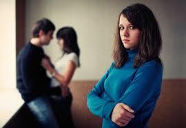 Chồng uốn gối bất ngờ xin lỗi vợ sau tin nhắn gửi nhầm - Ảnh 1
