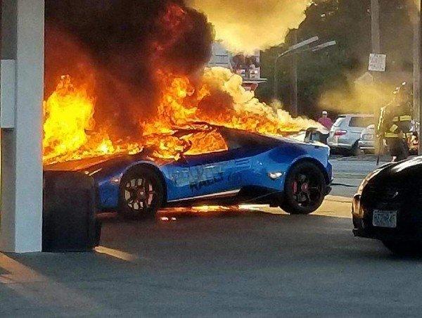 Siêu xe Lamborghini bị thiêu rụi vì lý do lãng xẹt  - Ảnh 1