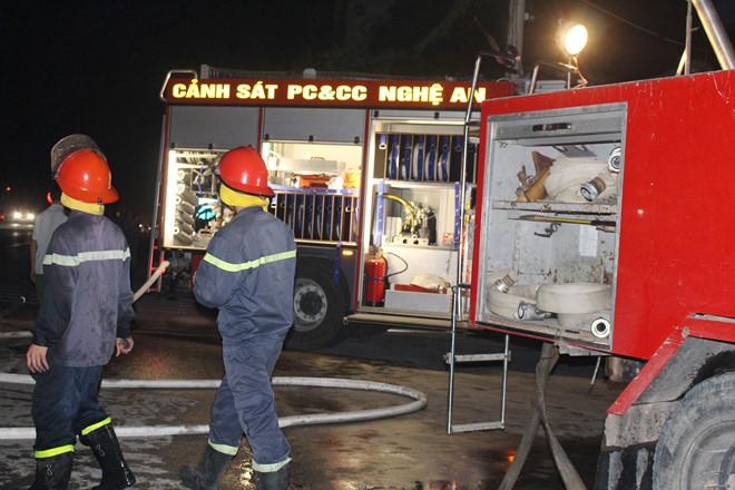 Hiện trường vụ xe container bốc cháy dữ dội trên quốc lộ 1   - Ảnh 4