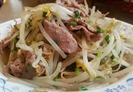 Cách làm thịt xào giá đỗ hấp dẫn, đưa cơm trong ngày mưa mát mẻ - Ảnh 4