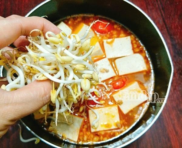 Cách làm canh chua nấu đậu thịt cho cả nhà ngon cơm - Ảnh 4