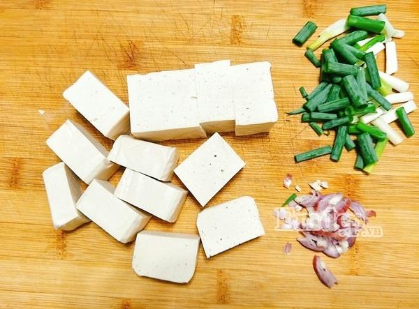 Cách làm canh chua nấu đậu thịt cho cả nhà ngon cơm - Ảnh 2