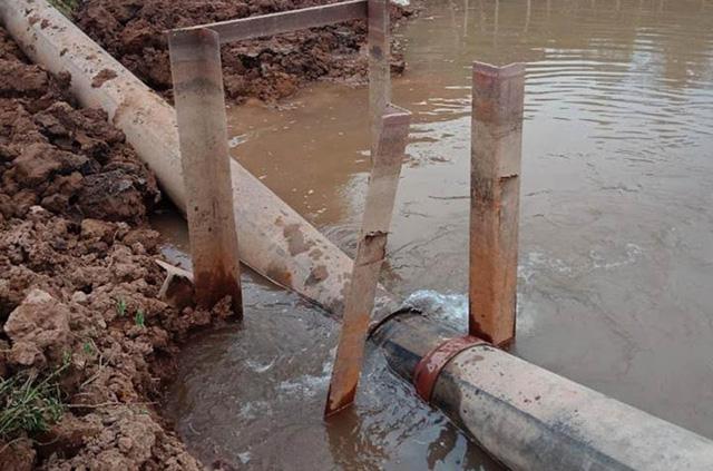 Hà Nội: Tuyến ống nước sạch đang bị rò rỉ  - Ảnh 1