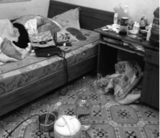 Chủ nhà ngán ngẩm khi nữ sinh thuê trọ sống chung... với rác - Ảnh 1