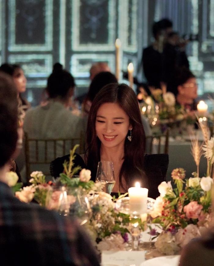 Khoảnh khắc đẹp mê mẩn của Song Hye Kyo tại sự kiện sau ồn ảo ly hôn  - Ảnh 2