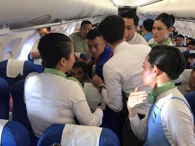 Nữ hành khách bị co giật, cắn lưỡi trên chuyến bay của Bamboo Airways - Ảnh 1