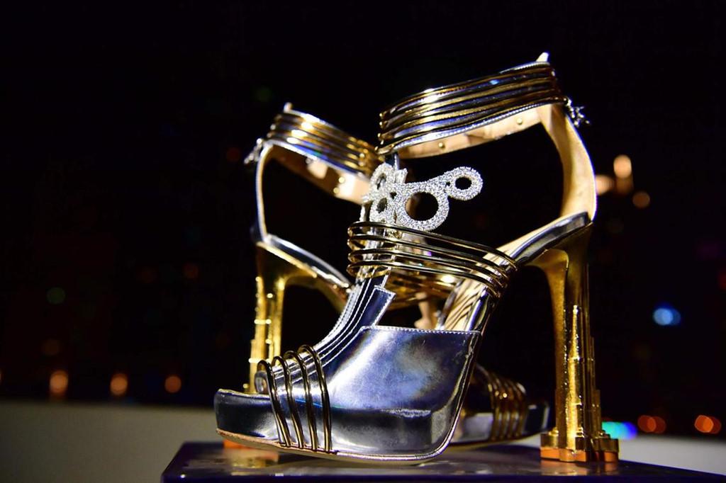 """""""Choáng váng"""" đôi giày đắt nhất thế giới có giá 460 tỷ đồng  - Ảnh 1"""