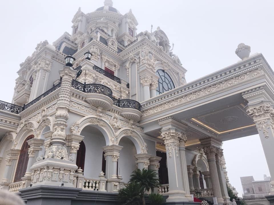 Choáng ngợp trước siêu biệt thự xa hoa tráng lệ của các đại gia Việt  - Ảnh 3
