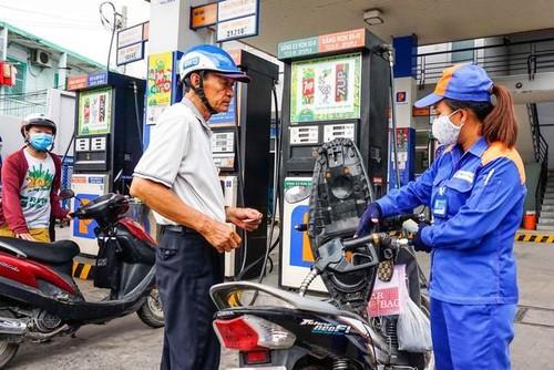 Giá xăng sẽ tiếp tục tăng mạnh vào ngày mai (15/11)? - Ảnh 1