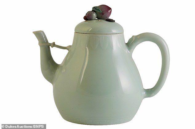 Hé lộ bí mật về ấm trà có giá gần 30 tỷ đồng? - Ảnh 1