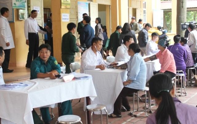 Lực lượng vũ trang Thủ đô khám bệnh miễn phí cho hơn 300 người nghèo - Ảnh 1