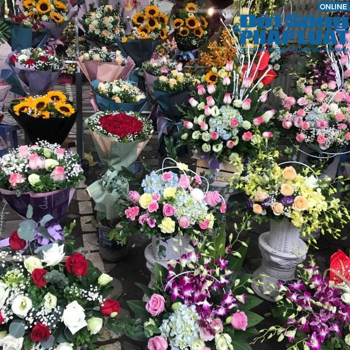 Nhộn nhịp thị trường hoa tươi dịp 20/11 - Ảnh 1