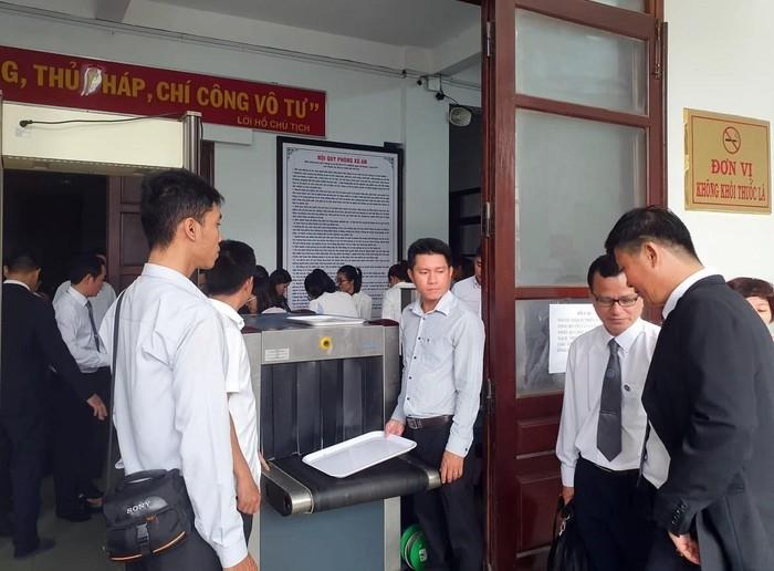 Từ phiên tòa xét xử luật sư Trần Vũ Hải, bàn về nội quy một phiên tòa - Ảnh 1