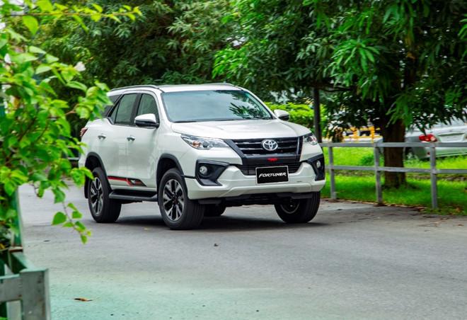 """Toyota Fortuner bất ngờ giảm giá """"sốc"""" tới 115 triệu đồng  - Ảnh 1"""