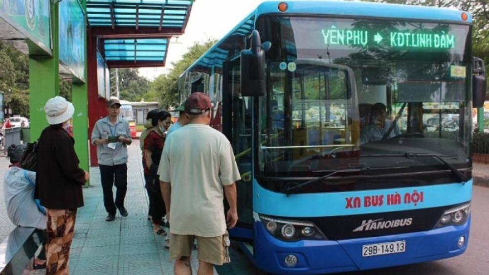 Tặng thẻ xe buýt miễn phí cho người cao tuổi  - Ảnh 1