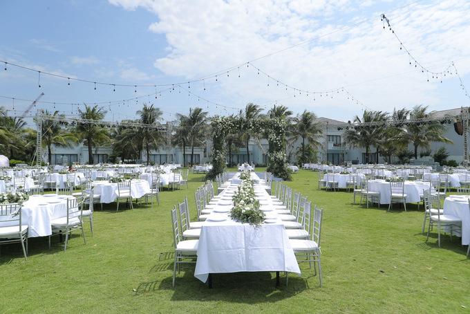 Cận cảnh tiệc cưới đẹp như mơ trên bãi biển của Đông Nhi và Ông Cao Thắng - Ảnh 2