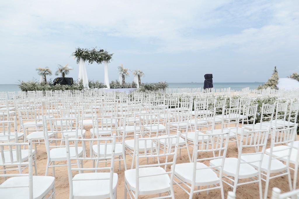 Cận cảnh tiệc cưới đẹp như mơ trên bãi biển của Đông Nhi và Ông Cao Thắng - Ảnh 3