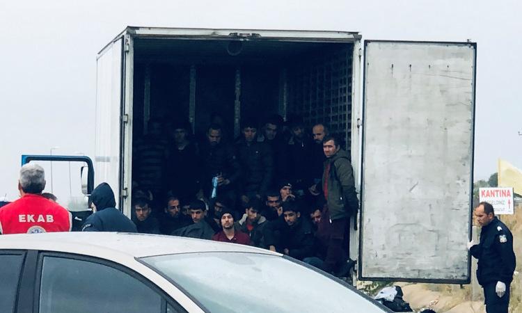 Giải cứu 11 người nhập cư trong xe đông lạnh tại Đức - Ảnh 1