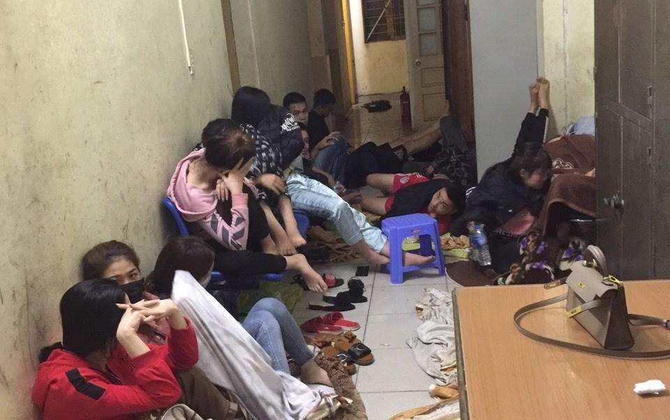 """Hải Phòng: Công an đột kích quán karaoke, bắt giữ nhiều """"dân chơi"""" dương tính với ma túy - Ảnh 1"""