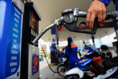 Giá xăng có thể tăng lần thứ 3, leo lên mốc mới? - Ảnh 1