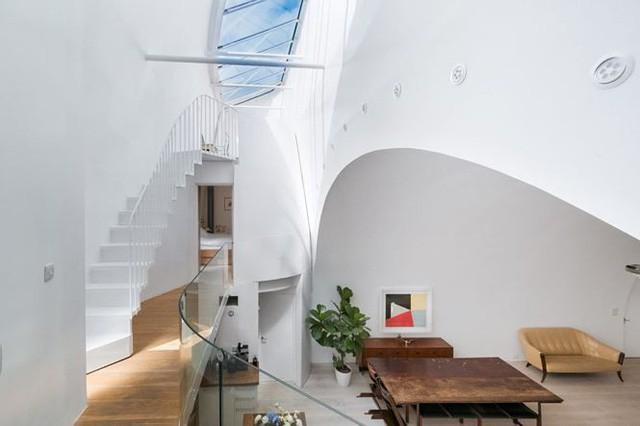 Điều bí mật bên trong ngôi nhà dưới gầm cầu được rao bán với giá hơn 30 tỷ đồng  - Ảnh 3