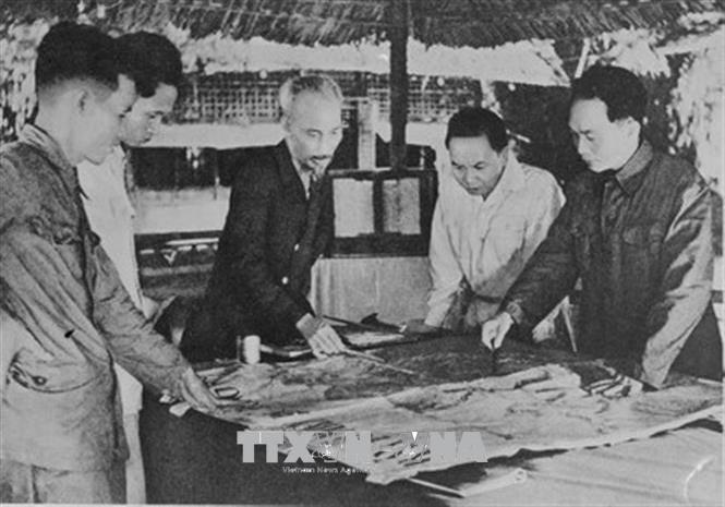 Việt Nam-Hồ Chí Minh-Điện Biên Phủ: Một khối thống nhất, bền chặt - Ảnh 1