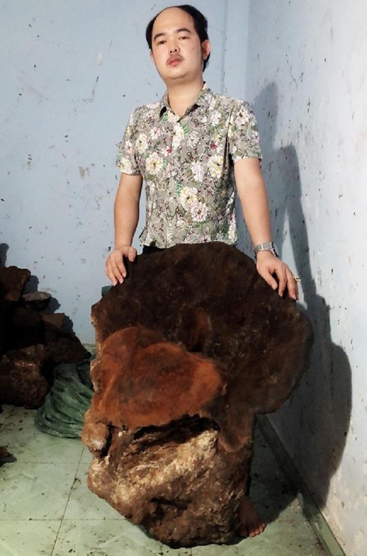 Cận cảnh cây nấm chân voi nặng 70kg được trả 60 triệu đồng vẫn chưa bán ở Quảng Bình  - Ảnh 1