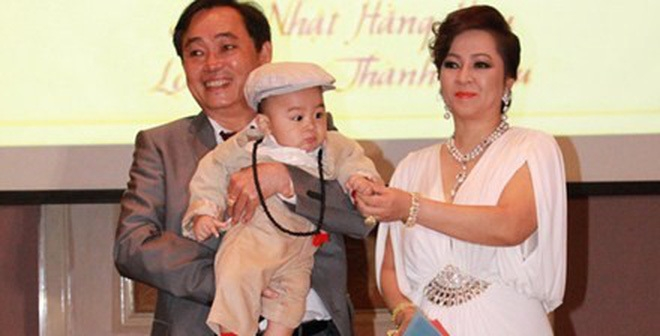 Tiết lộ về đại gia chiều vợ con bậc nhất Việt Nam, mua xe 40 tỷ tặng vợ - Ảnh 2