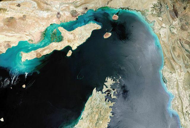 Căng thẳng vùng vịnh, các hãng hàng không ngừng bay qua eo biển Hormuz - Ảnh 1