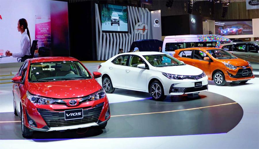 Ford Everest Ambiente giảm đến 120 triệu đồng, Honda Jazz cũng điều chỉnh xuống 100 triệu đồng  - Ảnh 1