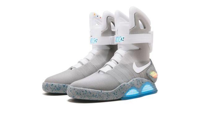 Choáng váng đôi giày thể thao có giá tới hơn 3,7 tỷ đồng - Ảnh 1