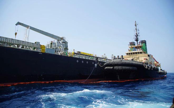 Iran tuyên bố bắt giữ tàu chở dầu lậu đi qua vịnh Ba Tư - Ảnh 1