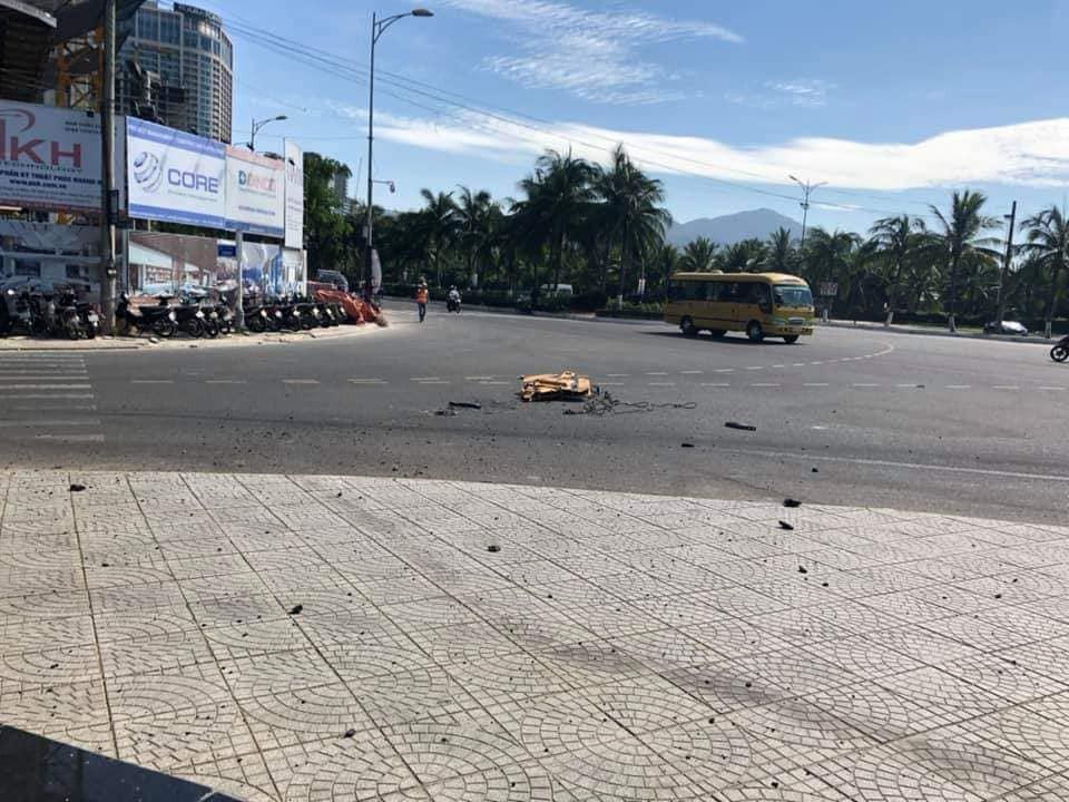 Đà Nẵng: Móc cẩu công trình rơi từ tòa nhà 23 tầng xuống đất - Ảnh 1