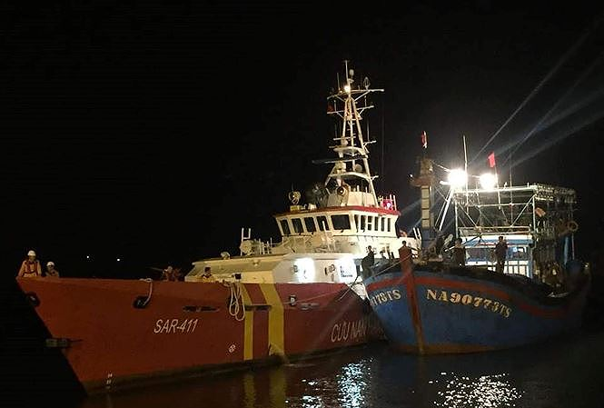 Tạm dừng tìm kiếm 9 ngư dân mất tích do áp thấp mạnh thành bão - Ảnh 1