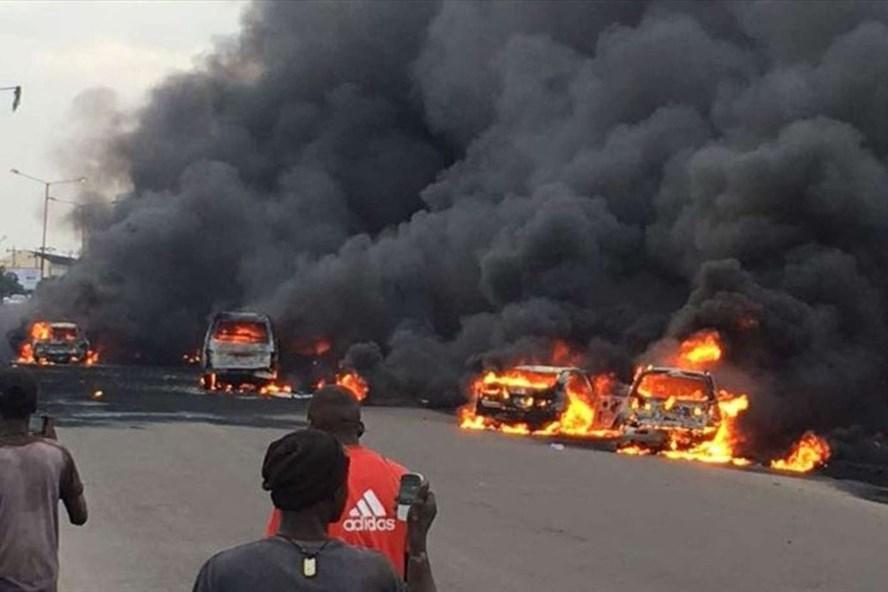 Nigeria: Xe bồn phát nổ ít nhất 50 người thiệt mạng - Ảnh 1