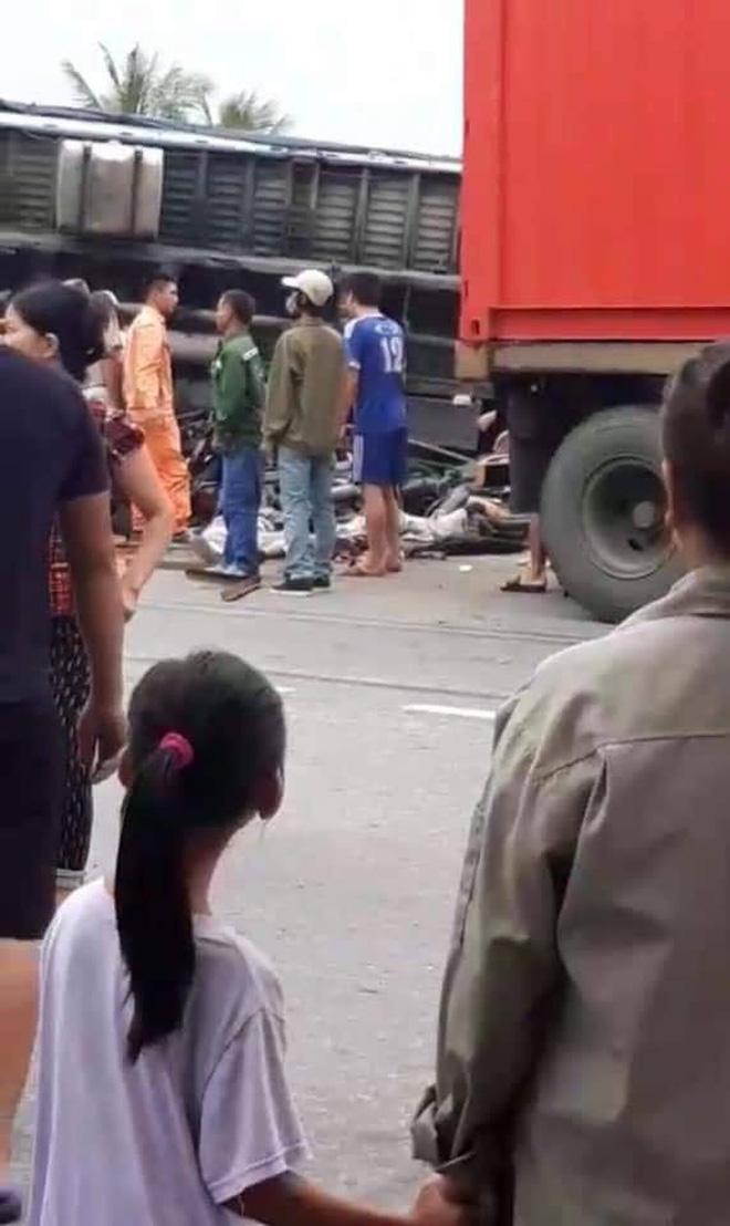 Hiện trường thảm khốc vụ tai nạn 5 người bị xe tải lật đè tử vong ở Hải Dương - Ảnh 3