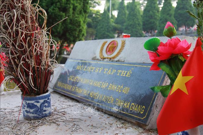 Nghĩa trang Liệt sỹ Quốc gia Vị Xuyên trong những ngày tưởng nhớ - Ảnh 6