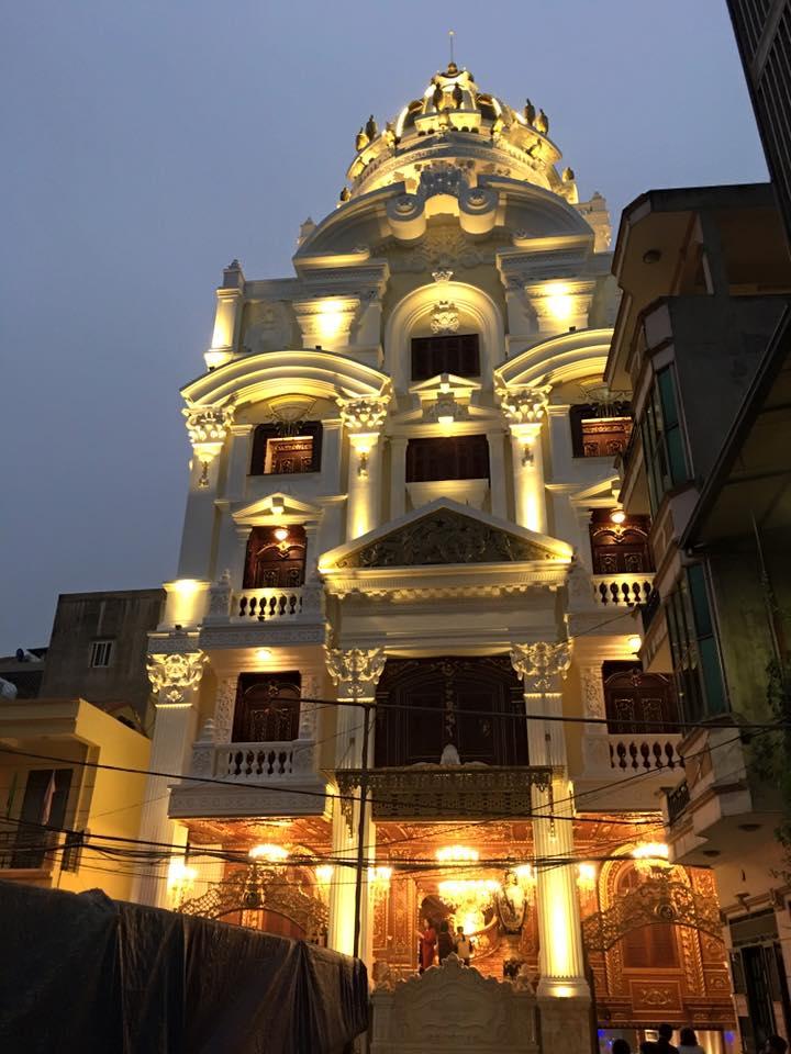 Chiêm ngưỡng tòa lâu đài dát vàng 300 tỷ của đại gia sắt vụn  - Ảnh 1