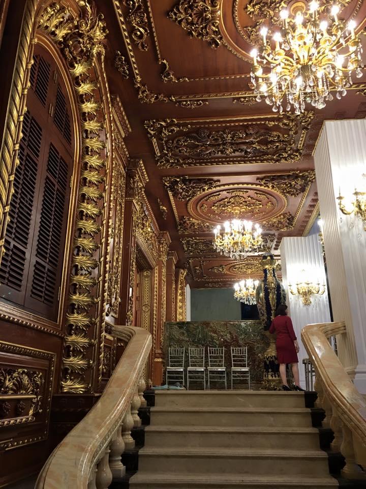 Chiêm ngưỡng tòa lâu đài dát vàng 300 tỷ của đại gia sắt vụn  - Ảnh 3