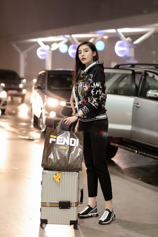 Hoa hậu Kỳ Duyên hóa thiên thần tỷ tỷ tại Paris Fashion Week - Ảnh 6