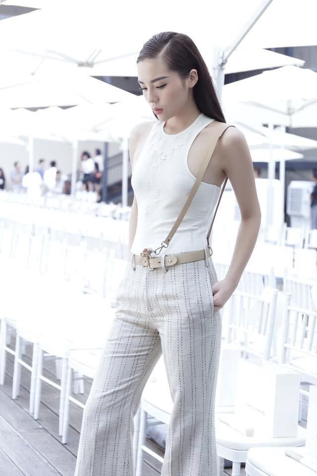 Hoa hậu Kỳ Duyên hóa thiên thần tỷ tỷ tại Paris Fashion Week - Ảnh 9