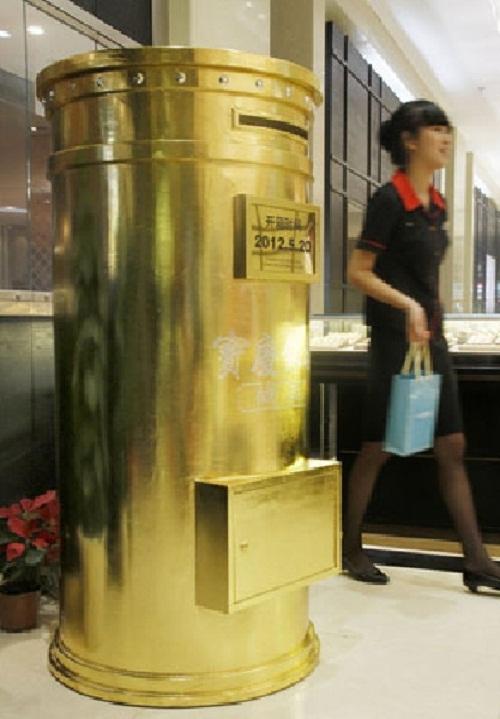 Chói mắt với những món đồ bọc vàng xa xỉ của giới nhà giàu   - Ảnh 9