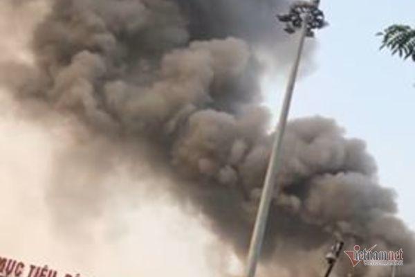 Hỏa hoạn tại Cung văn hóa hữu nghị Việt Xô, khói đen bốc lên cuồn cuộn - Ảnh 3
