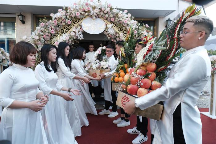 Toàn cảnh đám cưới xa hoa của con gái đại gia Minh Nhựa  - Ảnh 2