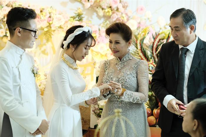 Toàn cảnh đám cưới xa hoa của con gái đại gia Minh Nhựa  - Ảnh 4